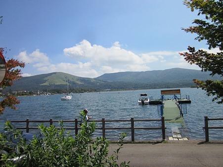 山中湖と三国峠