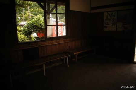 無人駅にて01