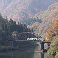 只見川第四橋梁を渡るキハ40系気動車