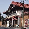 Photos: 斜陽館前にて