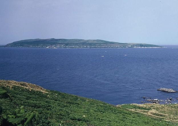 焼尻島西部より天売島を望む