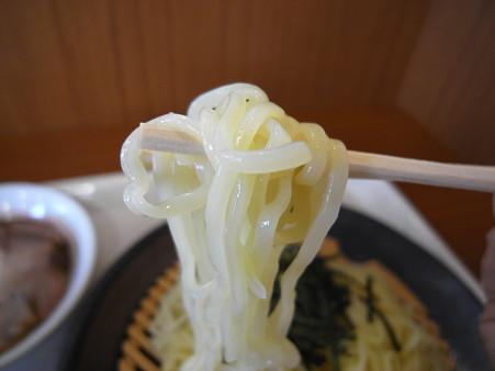 幸楽苑 バロー上越モール店 濃厚魚介つけめん チャーシュートッピング 麺アップ