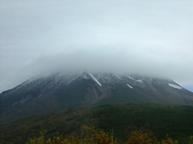 霧の羅臼岳