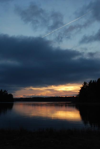写真: The Sunset with a Contrail
