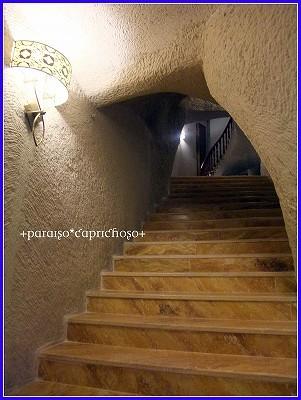 洞窟ホテル・階段