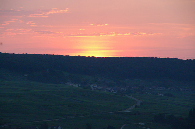 マルヌ渓谷を照らす朝日