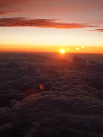 雲海を赤く染めて