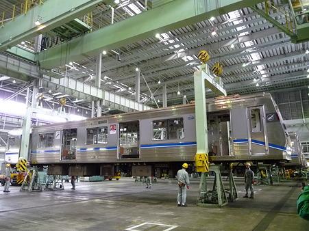101114-大阪市交フェス 車体吊上 (14)