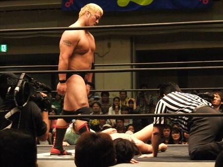 "DDT ""What are you doing 2012"" KO-D無差別級選手権試合 火野裕士vs飯伏幸太 (14)"