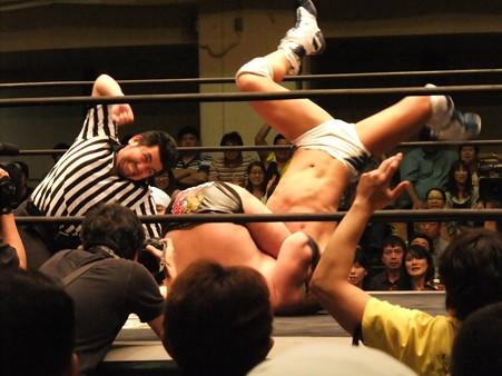 "DDT ""What are you doing 2012"" KO-D無差別級選手権試合 火野裕士vs飯伏幸太 (15)"