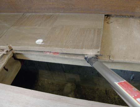 古い床材を外す3