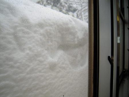 車窓より雪壁s