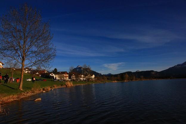 ノイシュヴァンシュタイン城近くの湖で ♪