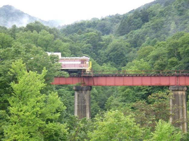写真: 8_16国道472、芦別頼城放置ディーゼル車