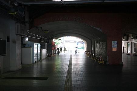 2010.08.29 有楽町駅 ガード下
