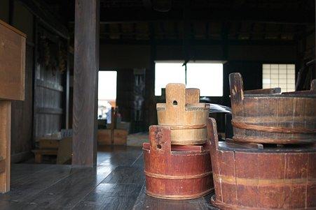 2010.10.28 六戸町 苫米地家 桶のある風景