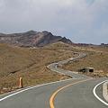 写真: 100512-65阿蘇山噴火口への道