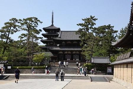 c-110505-144840 法隆寺 中門と五重塔