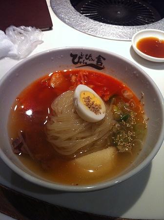 盛岡と言えば冷麺。ぴょんぴょん舎で冷麺食べました。寒いのに(笑)