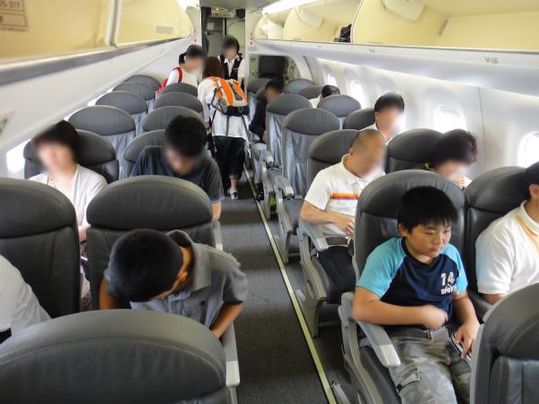 エンブラエルの慣れない小さめの飛行機が新鮮